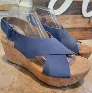 Clarks Women's Annadel Eirwyn Wedge Sandal - Blue